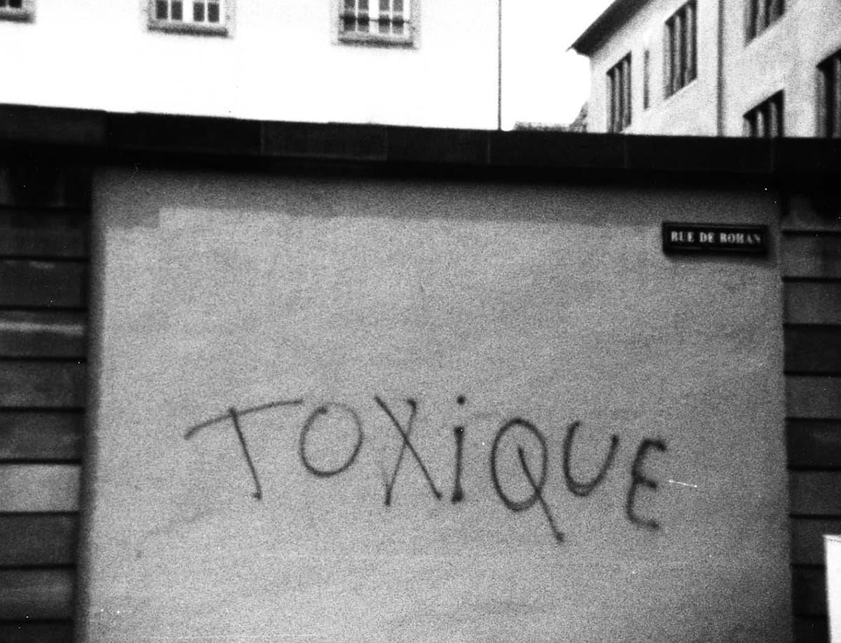 Bombage du groupe Toxique dans la rue des Rohan à Strasbourg